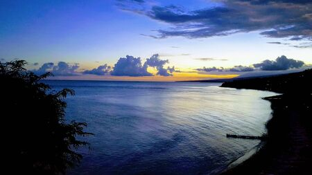 beautiful sunset view sky above orange clouds with dramatic light on paradise tropical ocean island 版權商用圖片