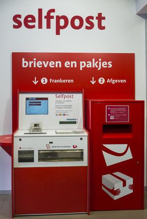 Zelfpostmachine bij Bpost office Antwerpen Redactioneel