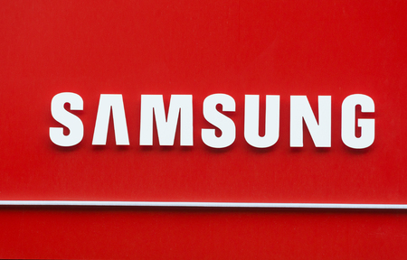 logo samsung: Samsung logo on signboard biên tập