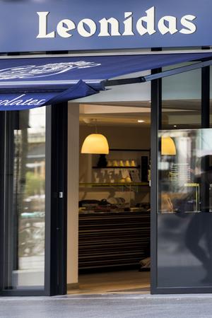 Verse Belgische chocolaatjes Leonidas-winkel, een beroemd Belgisch chocolademerk