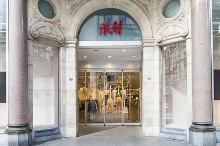 hm: H&M store in Antwerp