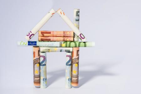 huis hypotheek creatief concept vertegenwoordigd door huis van de Europese geld valuta