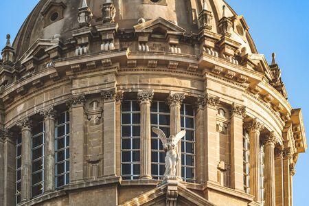 Decorative angel, big windows and Corinthian columns of the dome of National Art Museum of Catalonia in Barcelona aka MNAC 免版税图像