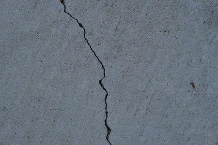Grieta en la superficie de hormigón en las calles de Los Ángeles