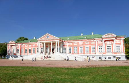 kuskovo: MOSCOW, RUSSIA - SEPTEMBER 18, 2015: Kuskovo estate of the Sheremetev family summer day Editorial