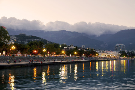 Yalta embankment at sunset, Crimea, Russia Standard-Bild