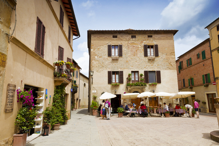 valdorcia: PIENZA, ITALY - MAY 12, 2014: Beautiful courtyard in Tuscany, Italy in summer