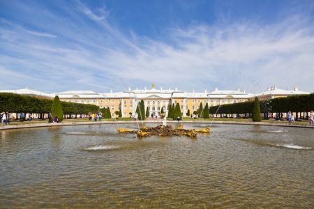 petergof: Fountain Oak in the upper garden of Peterhof in front of the Great Peterhof Palace, Petergof, Saint-Petersburg, Russia