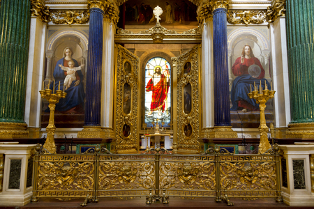 iconostasis: ST. PETERSBURG, RUSSIA - JULY 06, 2015: St. Isaacs Cathedral.The main altar, the Stained-glass window of the resurrection of Christ Editorial