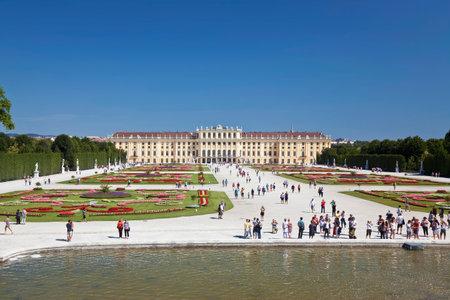 schloss schoenbrunn: VIENNA, AUSTRIA - AUGUST 15, 2012:Beautiful view of famous Schonbrunn Palace with Great Parterre garden in Vienna, Austria