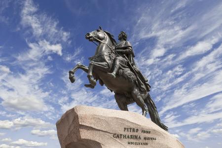 uomo a cavallo: San Pietroburgo. la statua equestre di Pietro il Grande, conosciuto come il cavaliere di bronzo e installato nel 1782 sulla Piazza del Senato.