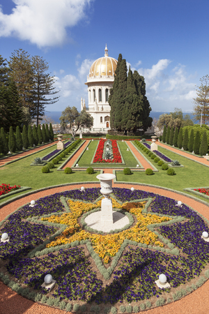 baha: HAIFA, ISRAEL - APRIL 16, 2012: Bahai gardens and temple on the slopes of the Carmel Mountain, Haifa, Israel.
