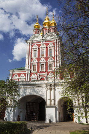 north gate: Novodevichy convent. The Church of the Transfiguration over the North gate (gate Church of the Transfiguration), Moscow, Russia Stock Photo