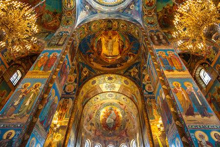 SAINT PETERSBURG, Russland - Juli 06, 2015 Innenraum der Kirche des Erlösers auf Verschüttetes Blut in St. Petersburg, Russland.