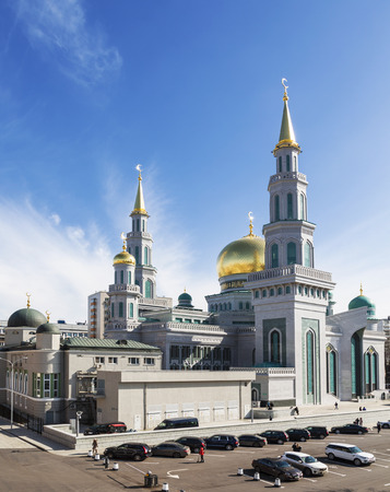 islamic scenery: MOSCOW, RUSSIA - MARCH 28, 2015: View of the new mosque in Moscow, Russia Editorial