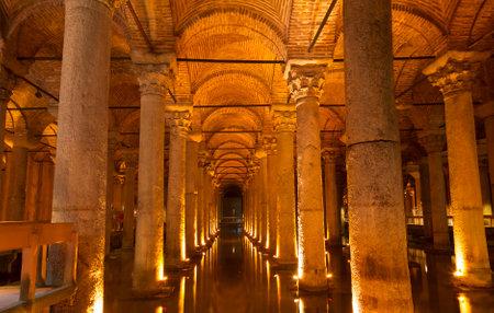 cisterna: la Cisterna de la bas�lica, Estambul, Turqu�a