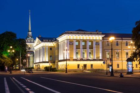SAINT-PETERSBURG, RUSLAND - JULI 06, 2015: Nacht van St. Petersburg, Rusland Redactioneel