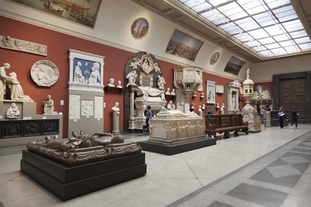 empress: MOSCOW, RUSSIA - MARCH 23, 2012: The interior of the hall of European medieval art in the Pushkin Museum of Fine Arts in Moscow