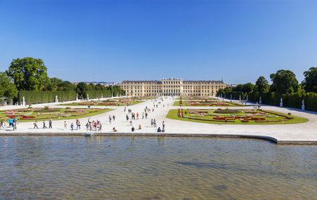 schloss schonbrunn: VIENNA, AUSTRIA - AUGUST 15, 2012:Beautiful view of famous Schonbrunn Palace with Great Parterre garden in Vienna, Austria