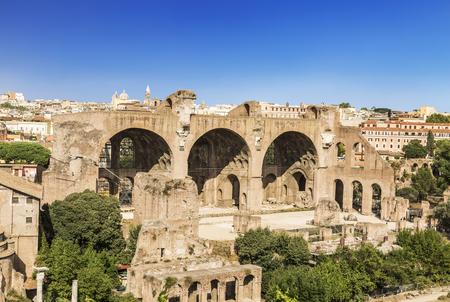 マクセティウス大聖堂とコンスタンティヌス大聖堂、ローマ、イタリアのローマフォーラムの遺跡
