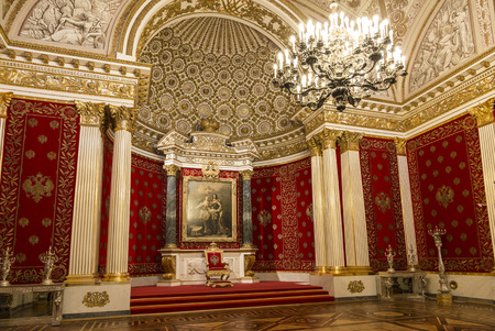 The Winter Palace, Petrovsky or small throne room interior. Russia 에디토리얼