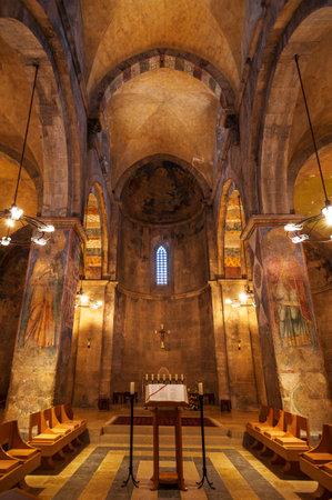 Interior of the Benedictine monastery of the Resurrection in Abu Ghosh, Israel 新聞圖片