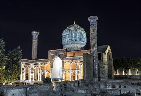 Mausoleum of Amir Temur (Gur-Emir) in Samarkand at night, Uzbekistan Foto de archivo
