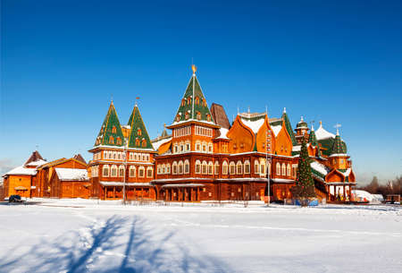 View on the wooden palace of the Russian Tsar Alexei Mikhailovich Romanov (17th century) in Kolomenskoye during the Christmas holidays. Moscow, Russia Publikacyjne