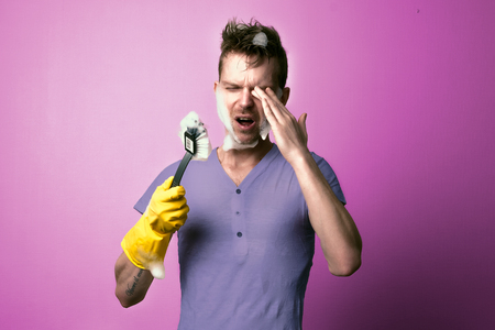 household tasks: Wrong cleaning man