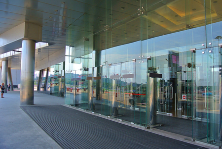 glass entrance in a modern style in the Moscow building