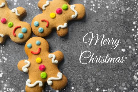 Delicious Christmas gingerbread men.Christmas baking ingredients and supplies on dark background.Congratulation.Cooking. Christmas cookie man.festive garland.Christmas minimalism.close up Foto de archivo - 132809774