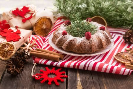 Dairy-free dessert Christmas cake with raisins and raspberries.Natural decorations and gifts from Kraft paper.Zero Waste Christmas.copy space Foto de archivo - 135468636