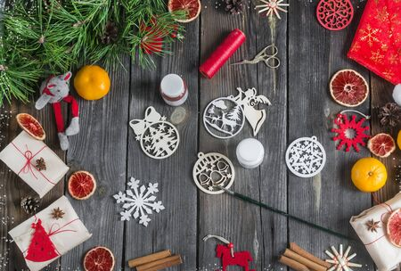 Christmas diy. Making handmade toys and gifts. Foto de archivo - 135468677