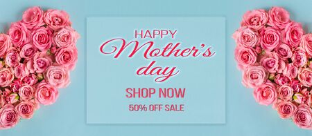 Mother's day sale discount background.Women's day.Beautiful composition with a heart of pink roses on a blue background.Greeting card to mother.Banner for advertising the store,website,posters,coupons Foto de archivo - 136586297