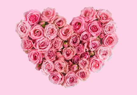 Valentine's day heart of delicate pink roses on a pink background.Holiday card, greeting I love you, calendar, banner for the store sales.Spring wreath of flowers a gift to your loved ones. March 8 Foto de archivo - 137842276