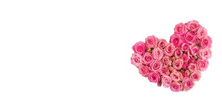 Valentine's day greeting card background. Romantic composition with a heart of pink roses on a white background.Mothers day.Banner for advertising the store, website,posters, Copy spase.isolated.Frame Foto de archivo - 137841452