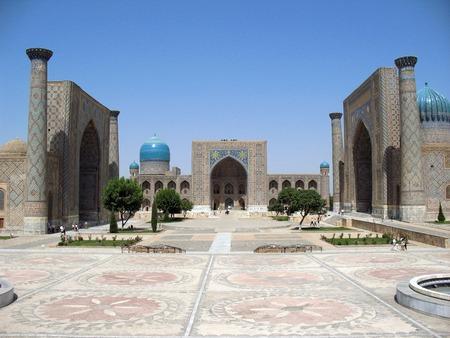 View of Sher Dor Medressa - Registan - Samarkand - Uzbekistan Standard-Bild