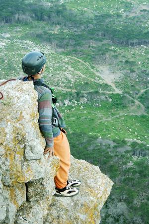 bungee jumping: Saltar la cuerda con una piedra.