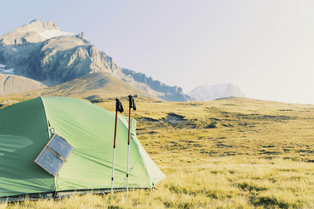 Tent standing on a mountain top. Banque d'images