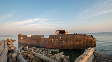 fondali marini: Very old ship raised from the seabed Archivio Fotografico