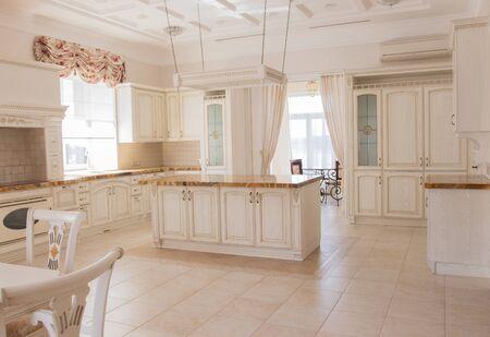 mooi interieur van de keuken Stockfoto
