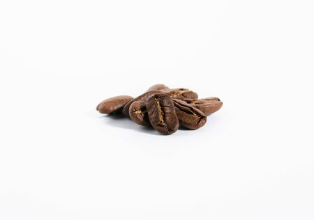 roasted coffee beans isolated on white background. with shadow Zdjęcie Seryjne