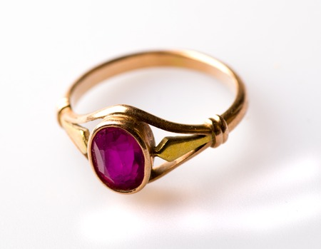 pretty s shiny: gold ring with ruby isolated on white background .