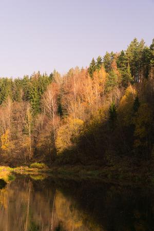 autumn landscape . river in autumn. bright colors of autumn. Imagens