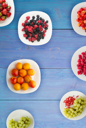 fruits on a plate. vegetarian food on wooden background. vegan food top view . Archivio Fotografico
