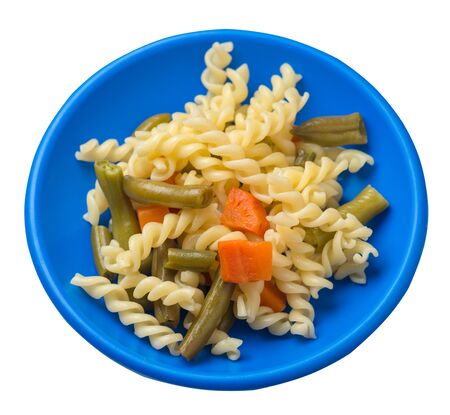 pasta with green beans with garlicand carrots on a blue plate isolated on a white background. Mediterranean Kitchen . pasta with vegetables top side view. Foto de archivo - 129862255