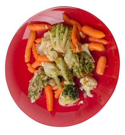 provencal vegetables on a red plate.grilled vegetables on a plate isolated on white background.broccoli and carrots on a plate top side view.healthy vegetarian food Foto de archivo - 129862262