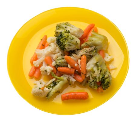 provencal vegetables on a yellow plate.grilled vegetables on a plate isolated on white background.broccoli and carrots on a plate top side view.healthy vegetarian food Foto de archivo - 129862571