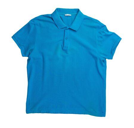 t-shirt bleu à manches courtes isolé sur fond blanc. Vue de dessus de la chemise en coton. Style décontracté