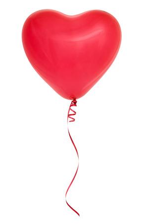 globo: Globo en forma de coraz�n rojo aislado sobre fondo blanco.
